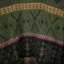 pull vert à motifs