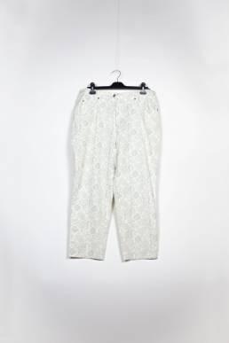 jean mom motifs blanc