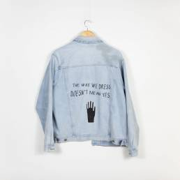 """Veste Jean """"The way we dress doesn't mean yes"""""""